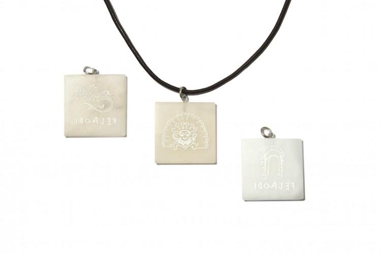 Collane e pendenti con simboli etruschi