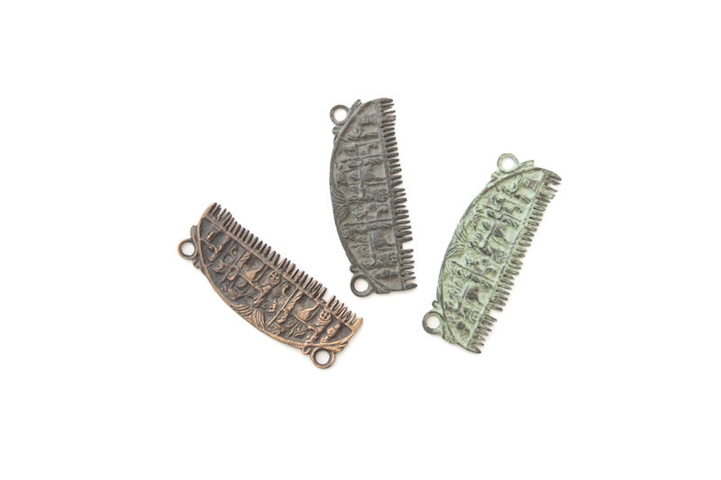 Decorated etruscan comb
